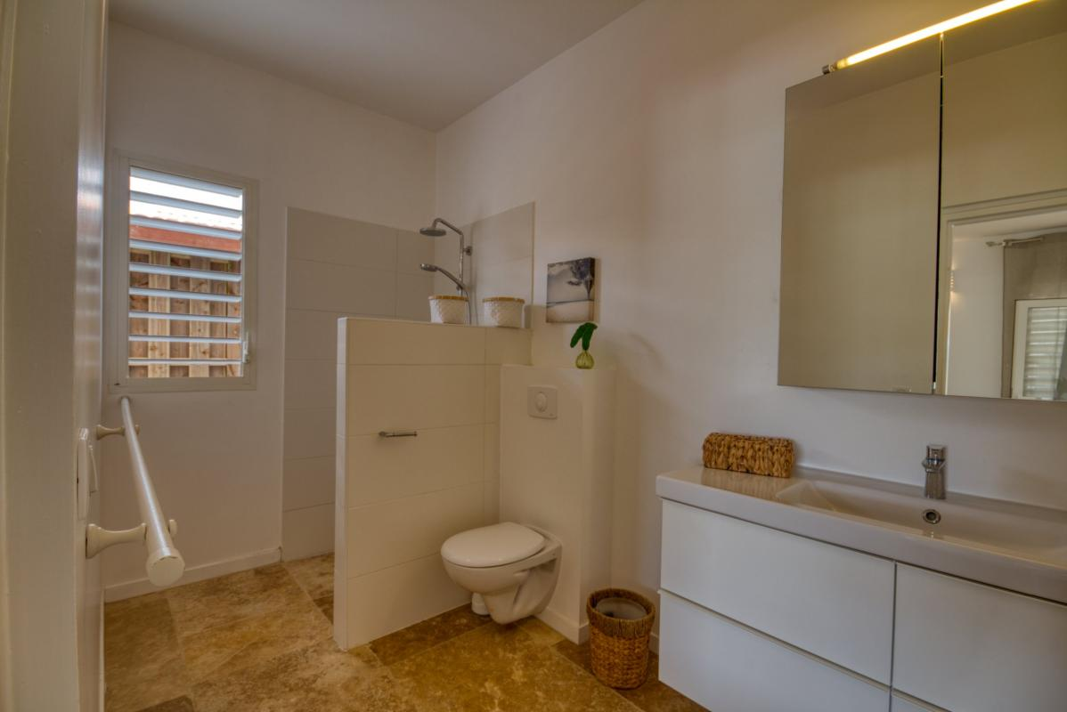 Location villa de luxe martinique chambre rez de chaussée avec salle d'eau privative