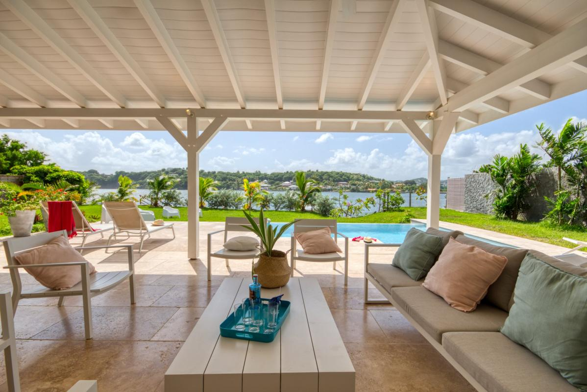 Location villa de luxe martinique salon terrasse vue piscine