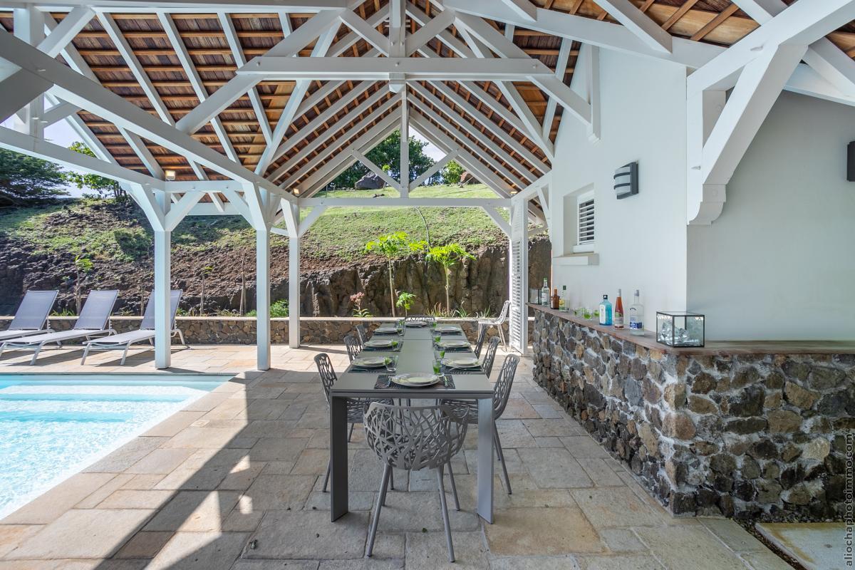 location villa de luxe avec carbet et piscine vue 2