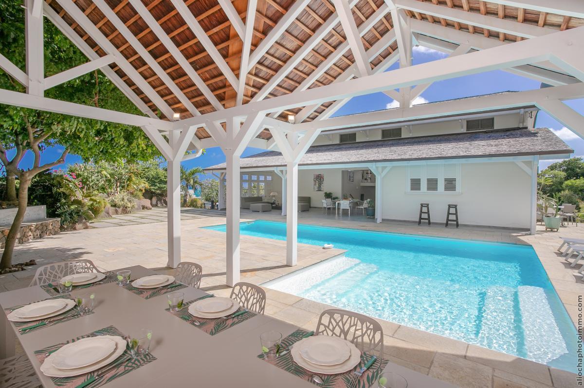 location villa de luxe avec carbet et piscine
