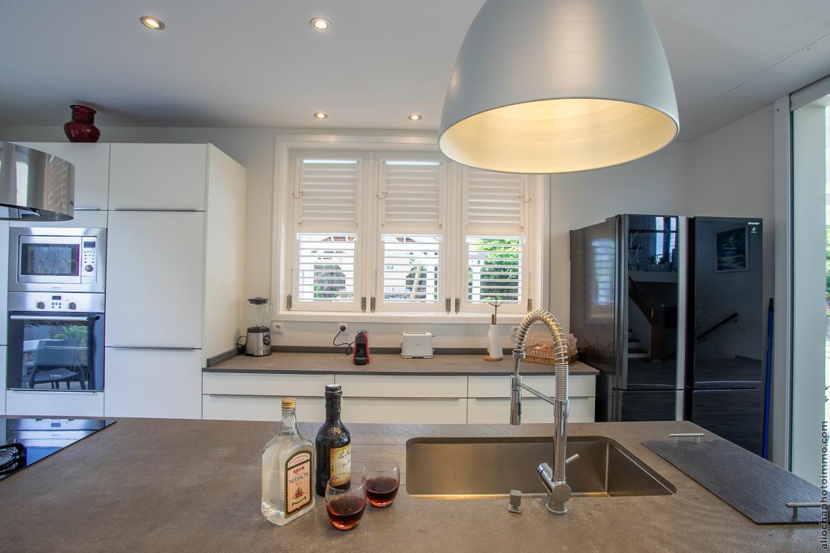 location villa de luxe cuisine vue 3