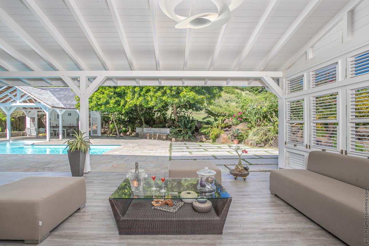 location villa de luxe  martinique salon piscine vue 2