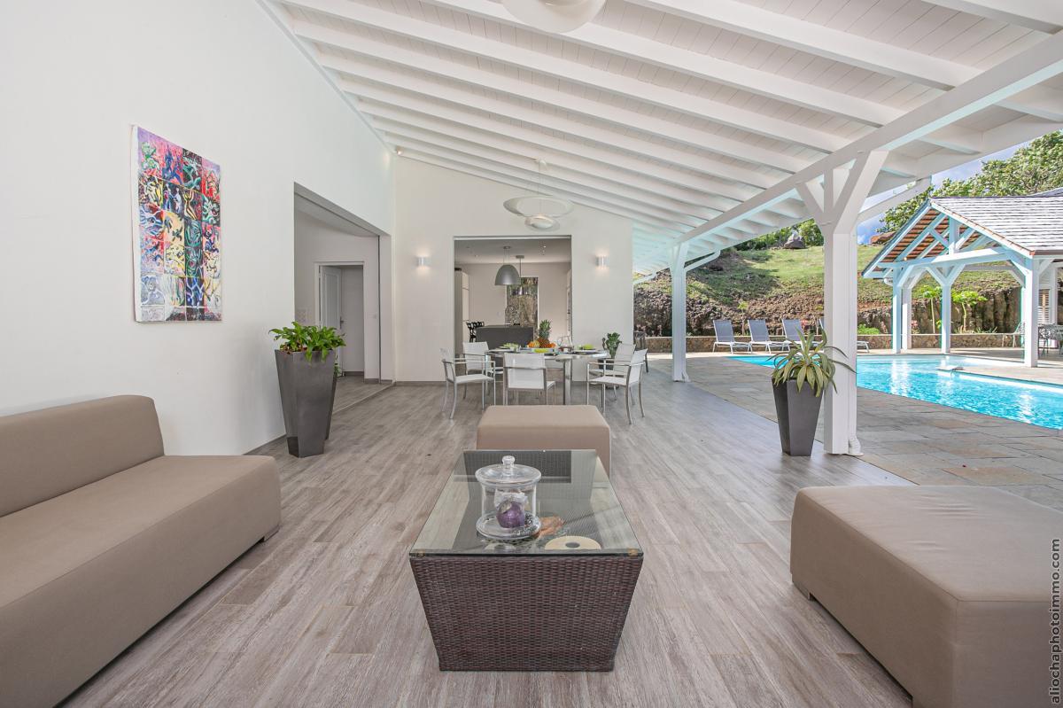 location villa de luxe  martinique salon piscine