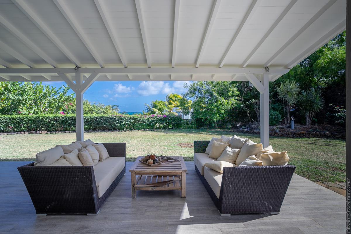 location villa de luxe martinique salon rez de jardin vue 2