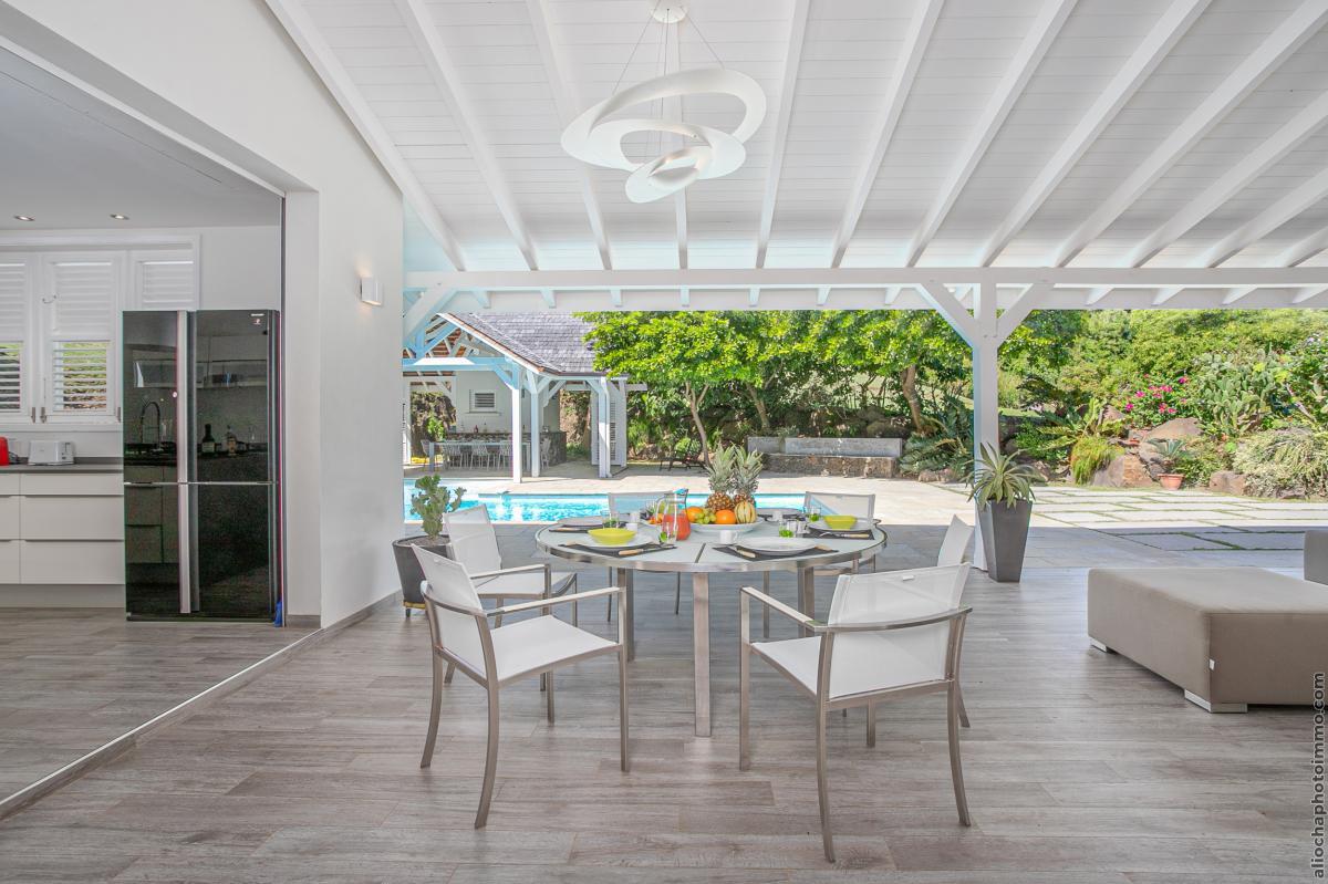 location villa de luxe martinique séjour piscine vue 2
