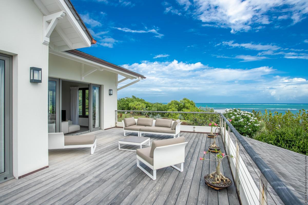 location villa de luxe martinique terrasse avec salon et vue mer