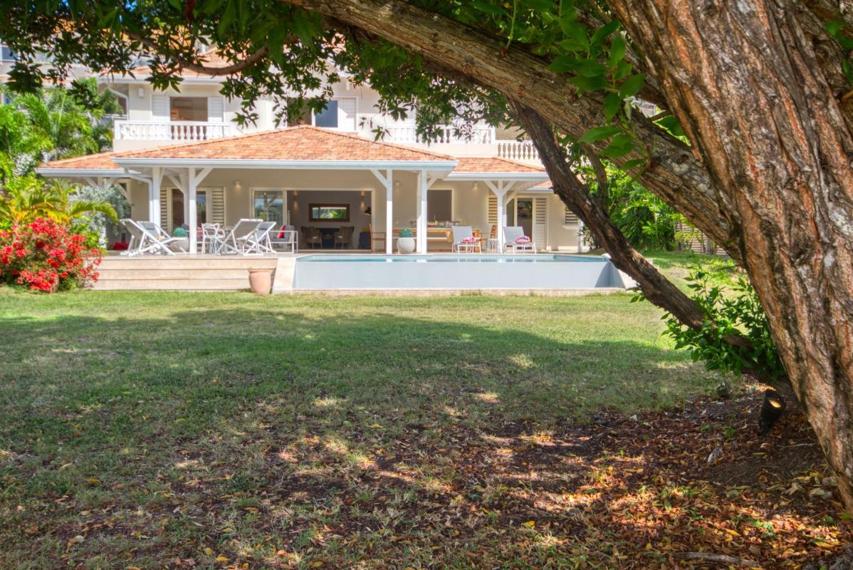 location villa de luxe martinique avec piscine et grand jardin