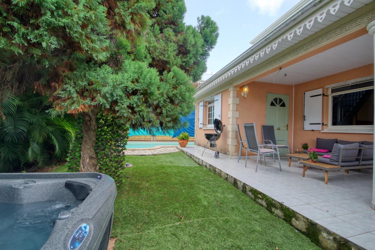 location villa Martinique 9 personnes au Marin avec piscine et Jacuzzi - vue jaccuzi2