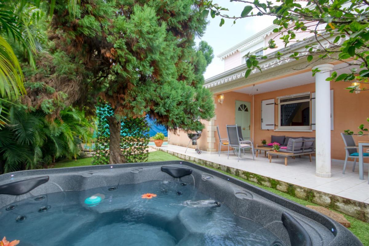 location villa Martinique 9 personnes au Marin avec piscine et Jacuzzi - vue jaccuzi