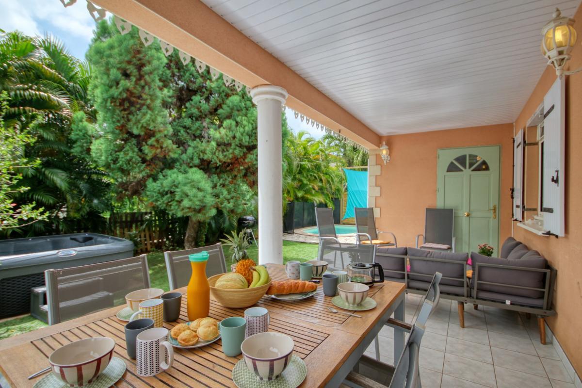 location villa Martinique 9 personnes au Marin avec piscine et Jacuzzi - vue terrasse2