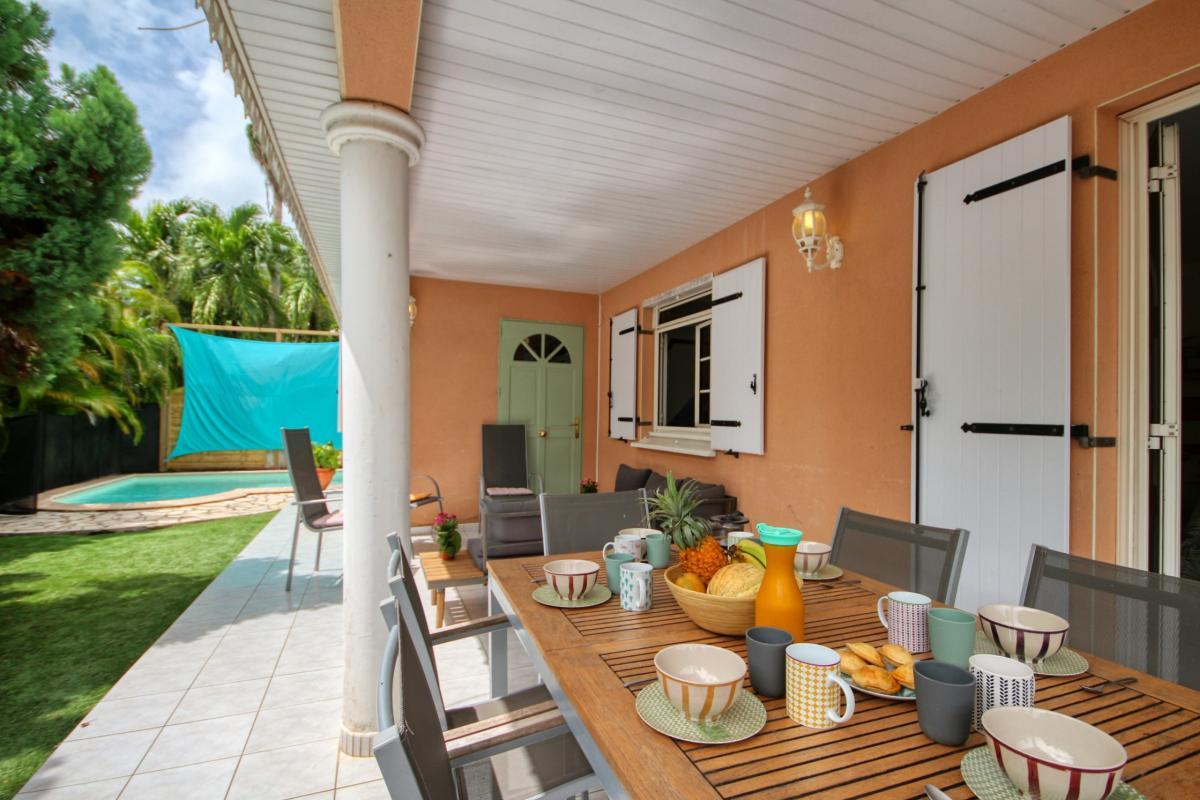location villa Martinique 9 personnes au Marin avec piscine et Jacuzzi - vue terrasse3
