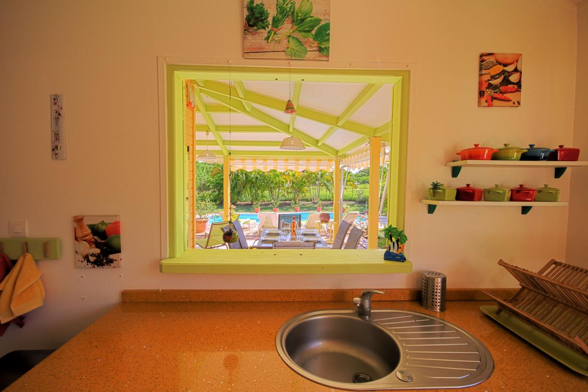 Location villa Martinique - Vue de la cuisine