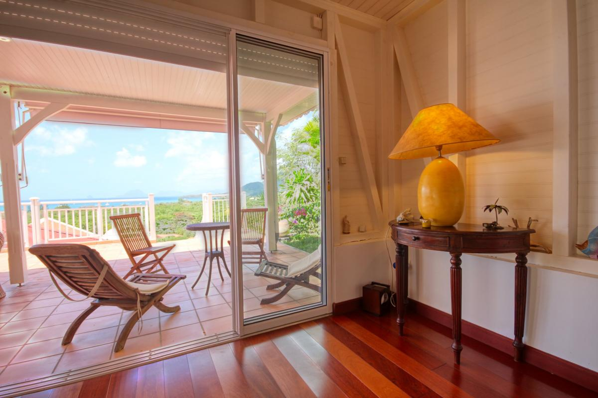 Location villa de standing piscine vue mer chambre1 détail