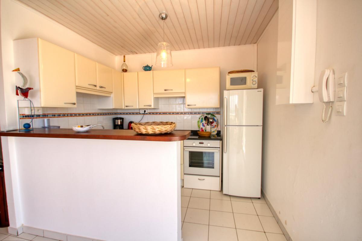 Location villa de standing piscine vue mer cuisine desk