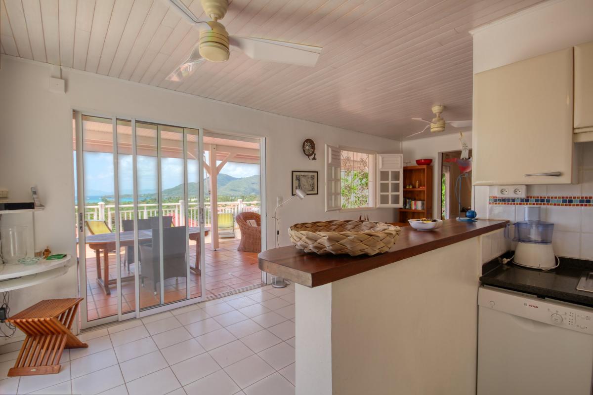 Location villa de standing piscine vue mer cuisine