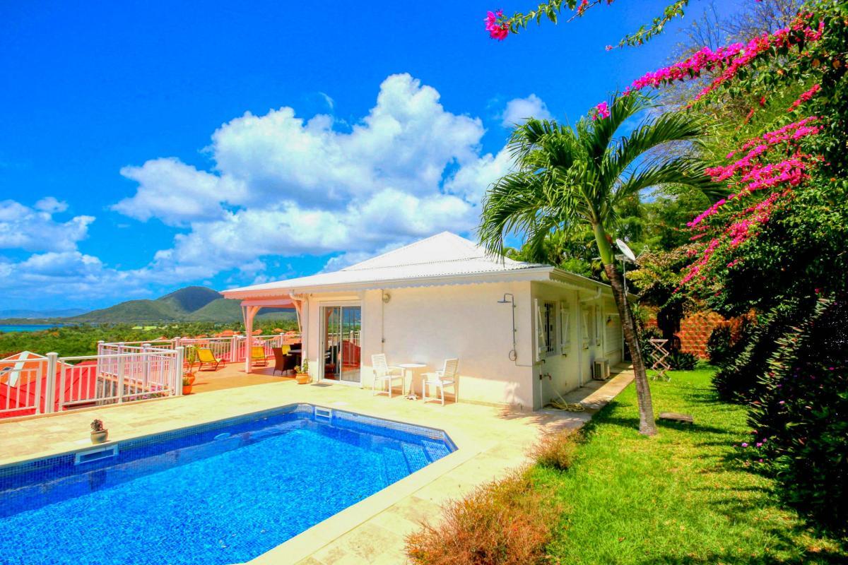 Location villa de standing piscine vue mer pool