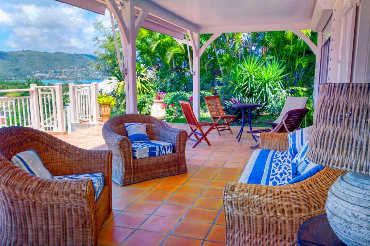 Location villa de standing piscine vue mer salon exterieur bis