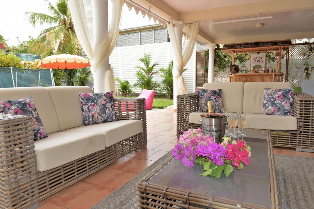 location villa martinique 12 personnes salon exterieur vue 3