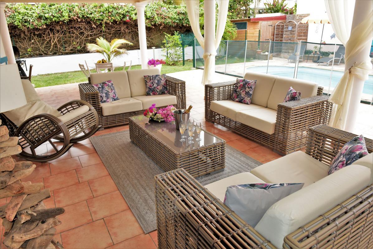 location villa martinique saint anne salon ext vue 2