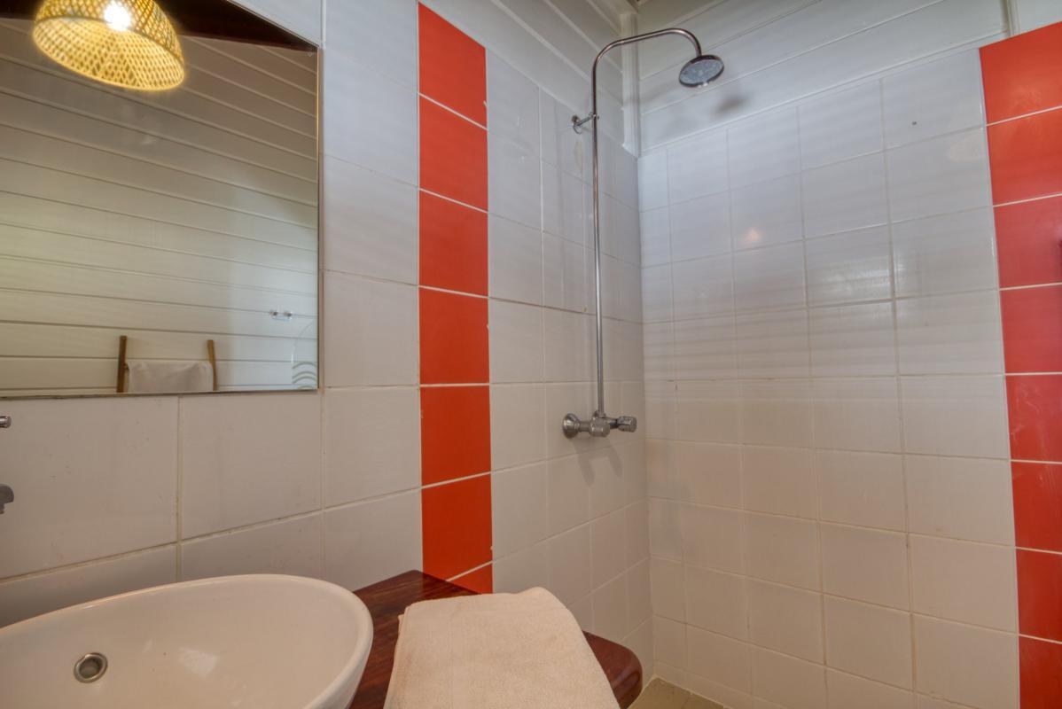 location maison martinique sainte anne salle d'eau étage vue 2