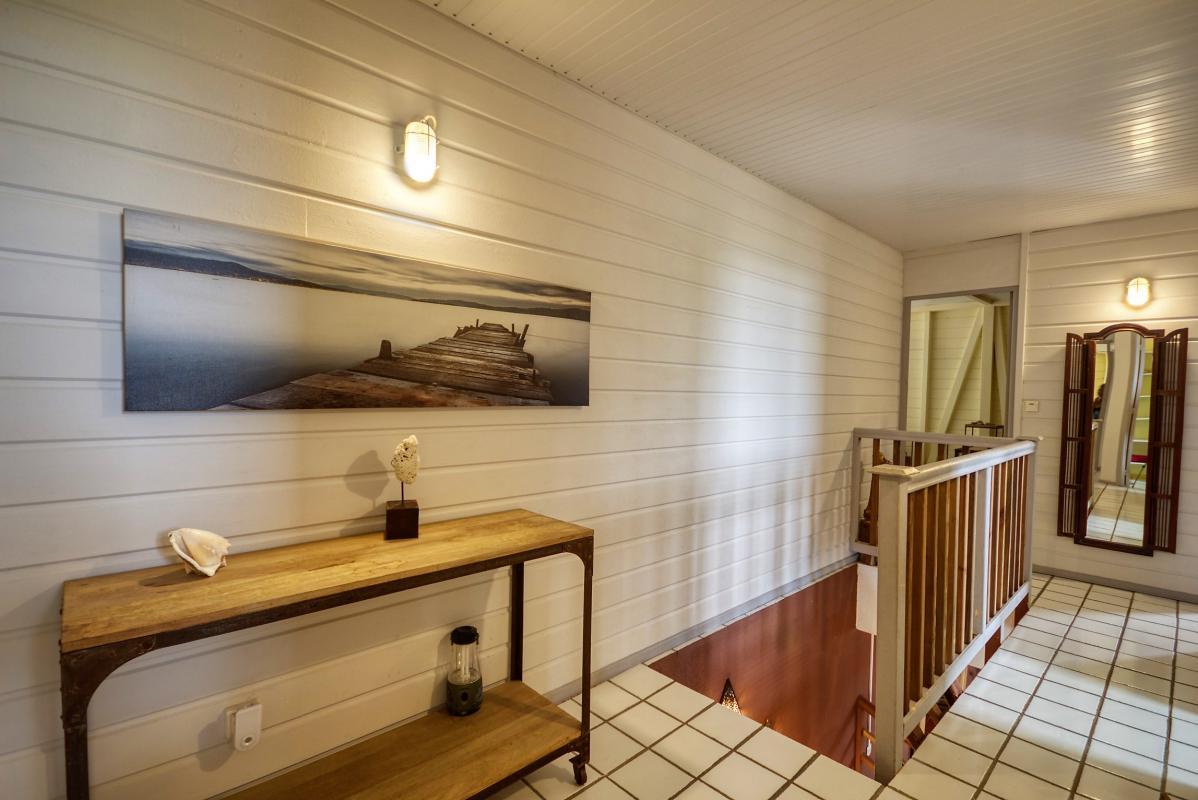 location villa de standing 12 personnes avec piscine à Sainte Anne Martinique couloir