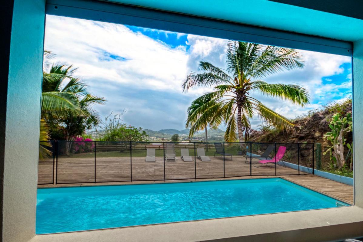location villa de standing 12 personnes avec piscine à Sainte Anne Martinique cuisine vue