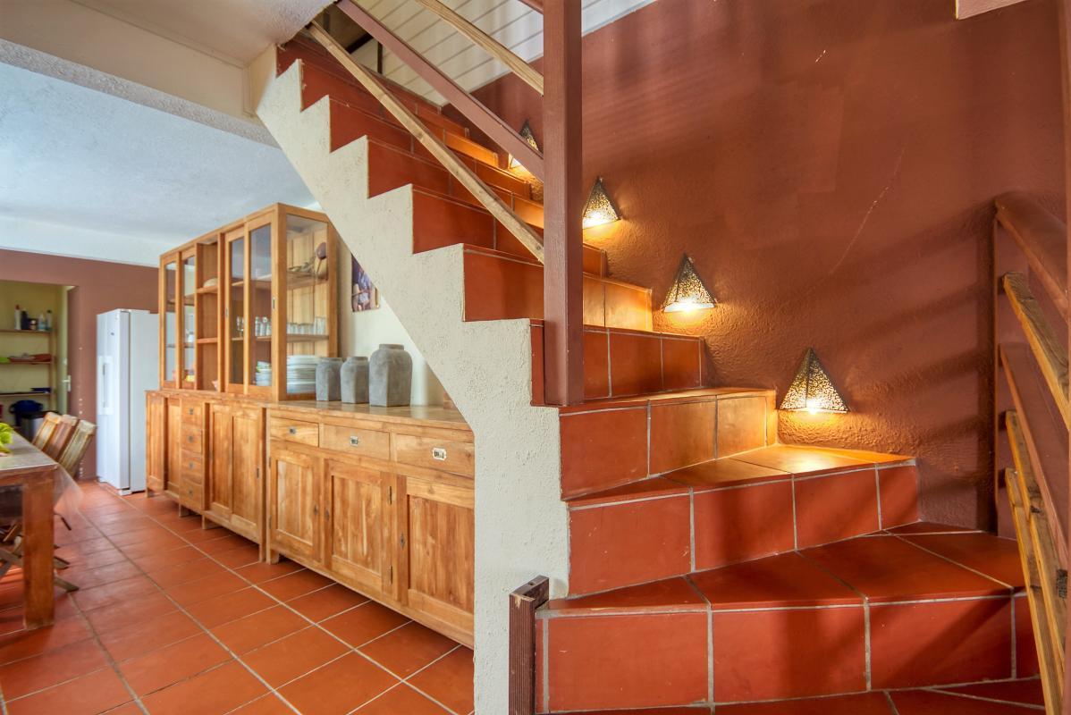 location villa de standing 12 personnes avec piscine à Sainte Anne Martinique escalier