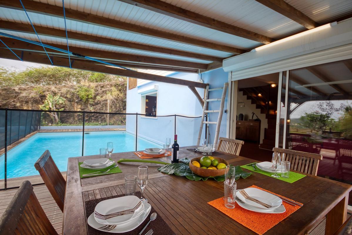 location villa de standing 12 personnes avec piscine à Sainte Anne Martinique terrasse