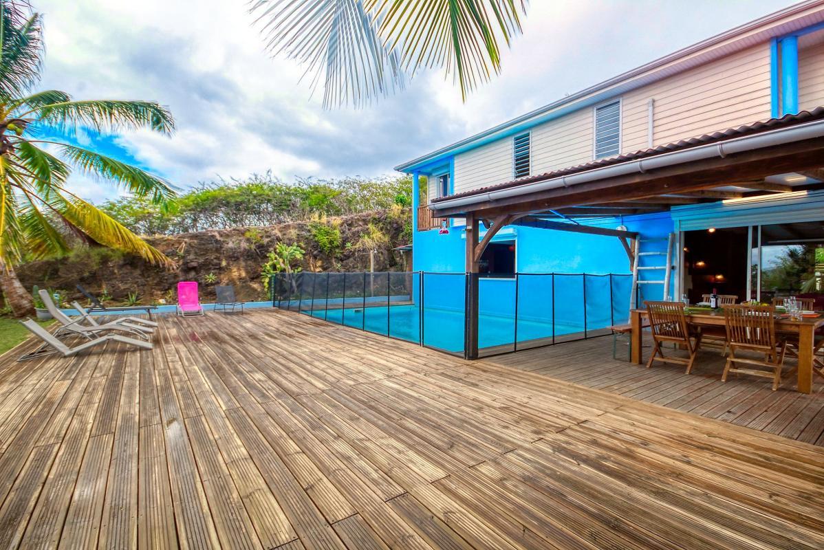 location villa de standing 12 personnes avec piscine à Sainte Anne Martinique vue d'ensemble 2