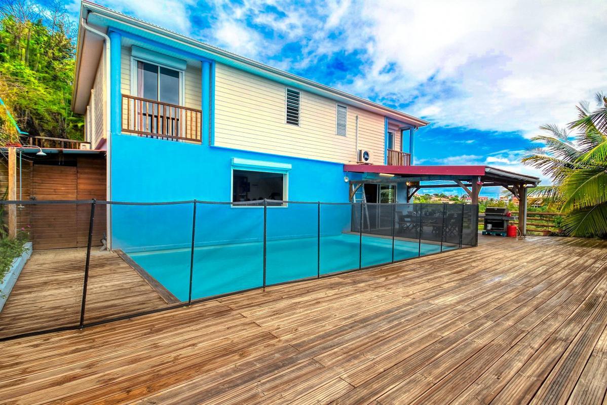location villa de standing 12 personnes avec piscine à Sainte Anne Martinique vue d'ensemble 3