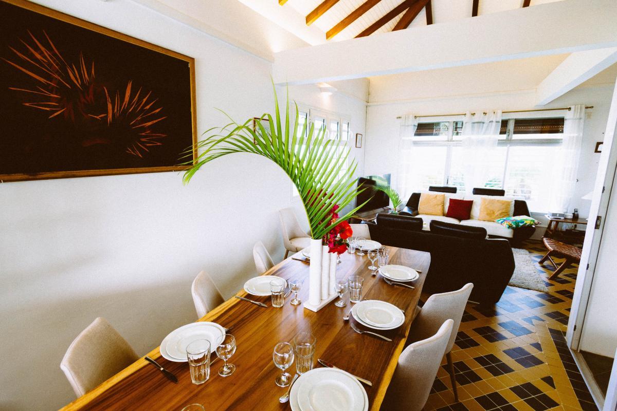 MQVA01 Location villa Martinique au Vauclin - table séjour