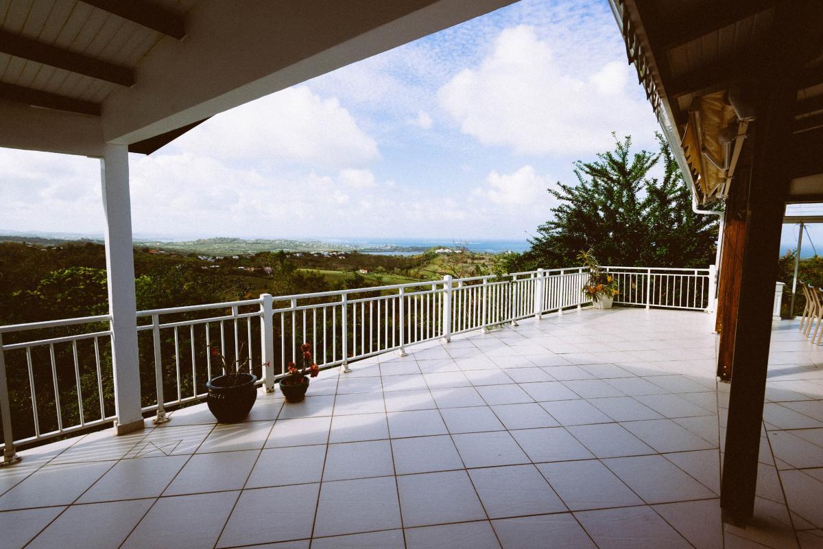 MQVA01 Location villa Martinique au Vauclin - terrasse arrière villa