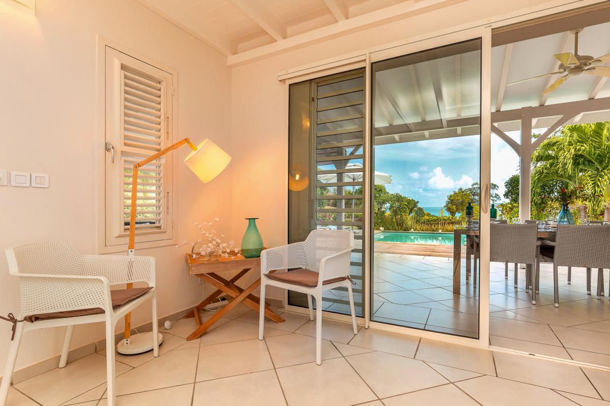 MQVA09 villa de standing Vauclin belle piscine vue mer
