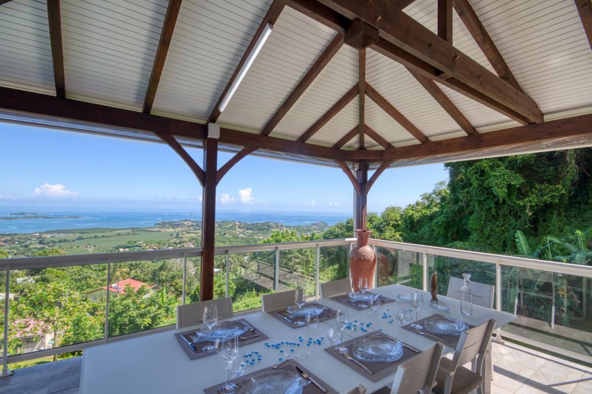 Location villa de luxe Martinique piscine vue mer entree