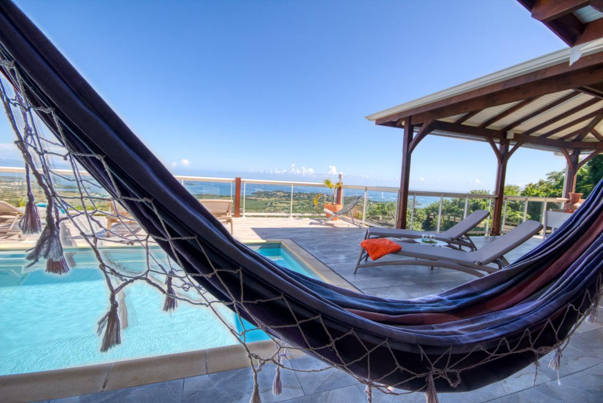 Location villa de luxe Martinique piscine vue mer hamac