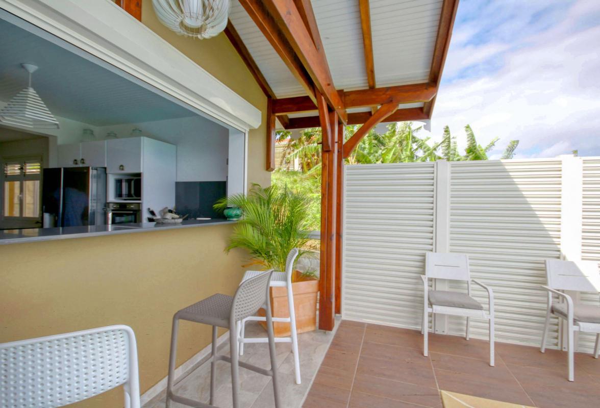 Location villa de luxe Martinique piscine vue mer passe plats