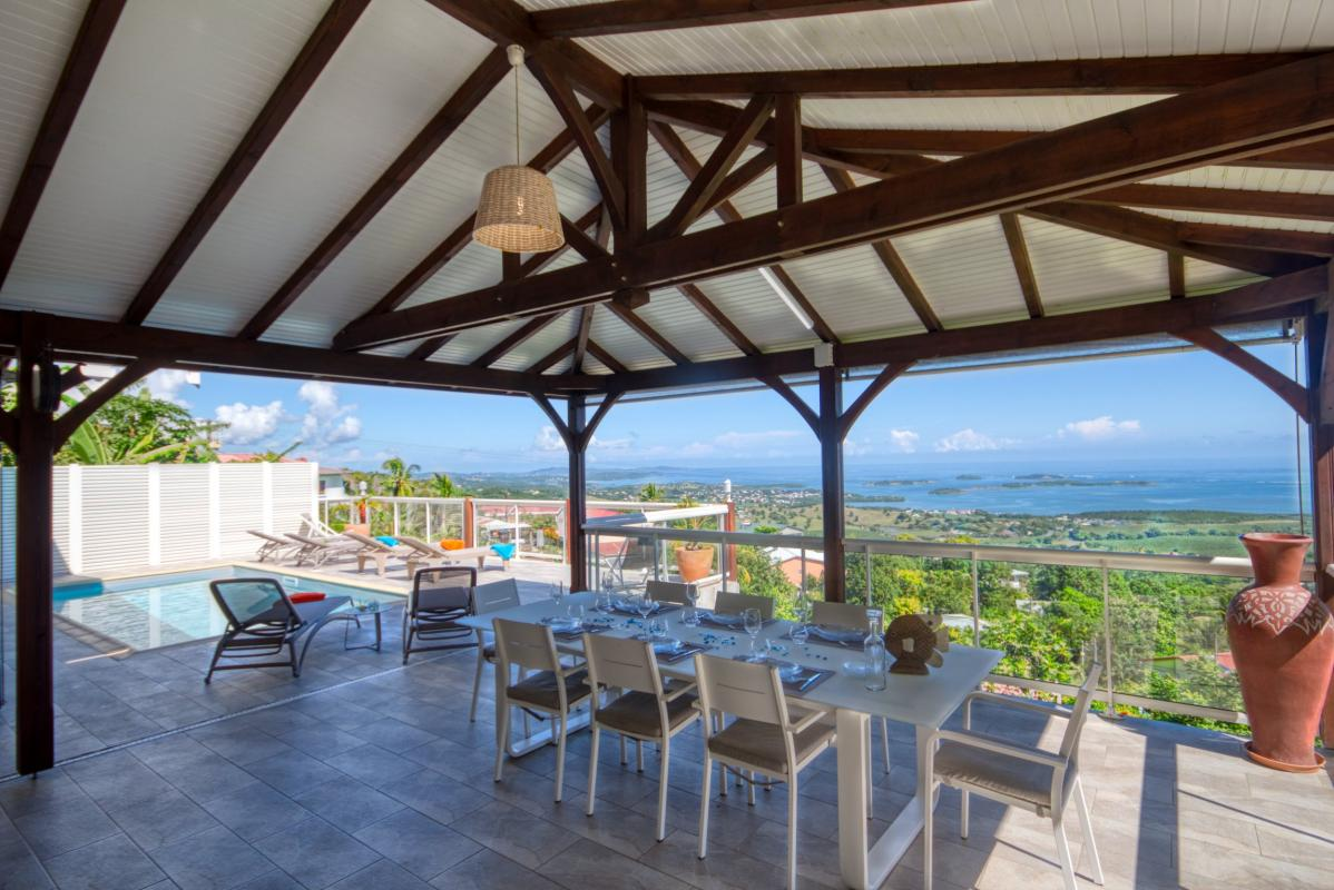 Location villa de luxe Martinique piscine vue mer table terrasse