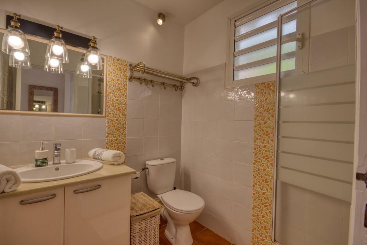 location villa martinique salle de douche étage