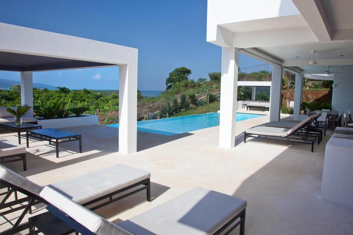 Location villa Las Terrenas - La piscine et ses transats