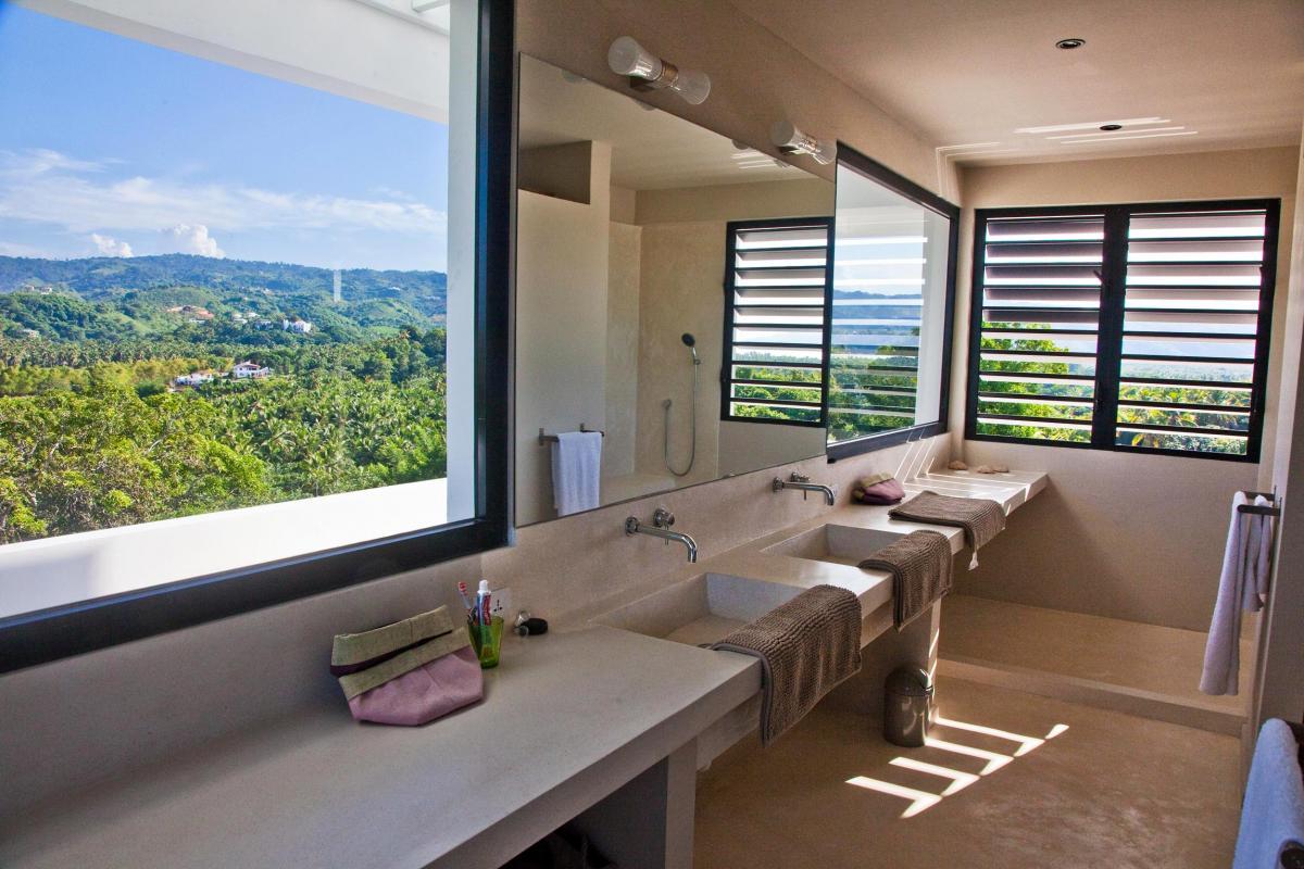 Location villa Las Terrenas - La salle de douche de la suite de 80m² du niveau supérieur