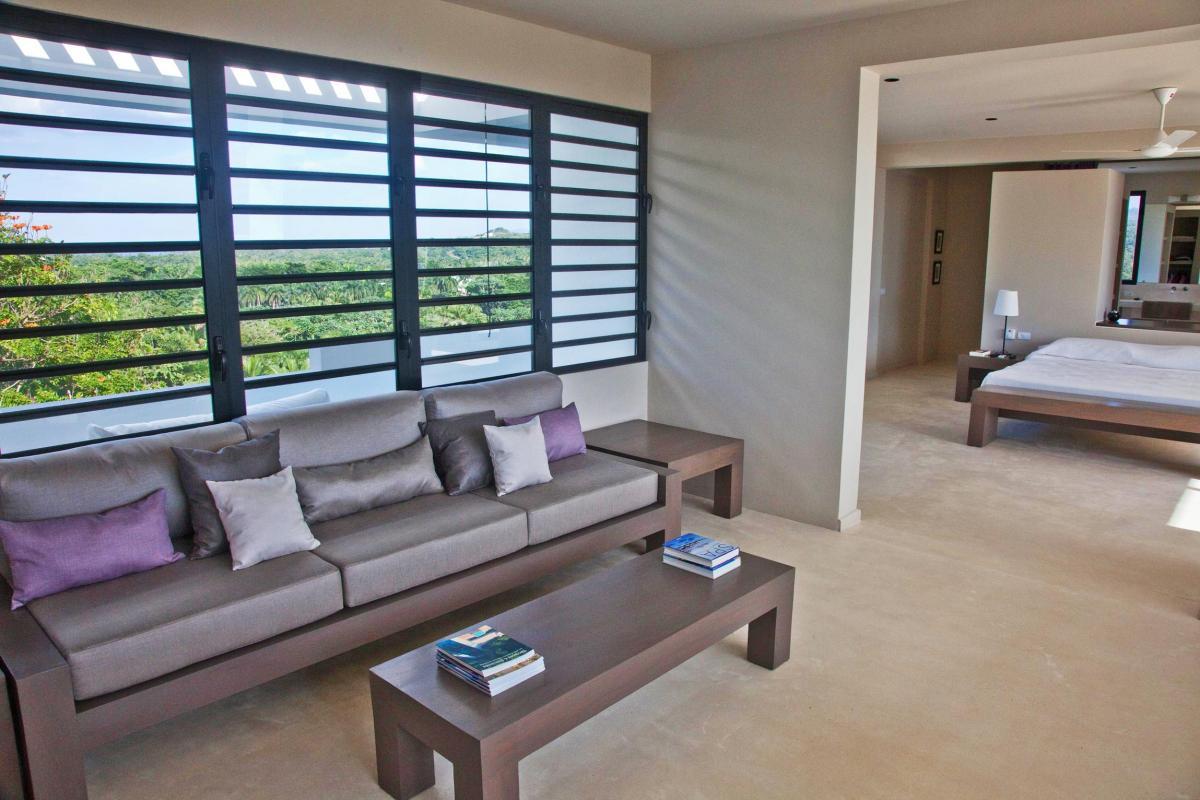 Location villa Las Terrenas - Le salon de la suite de 80m² du niveau supérieur