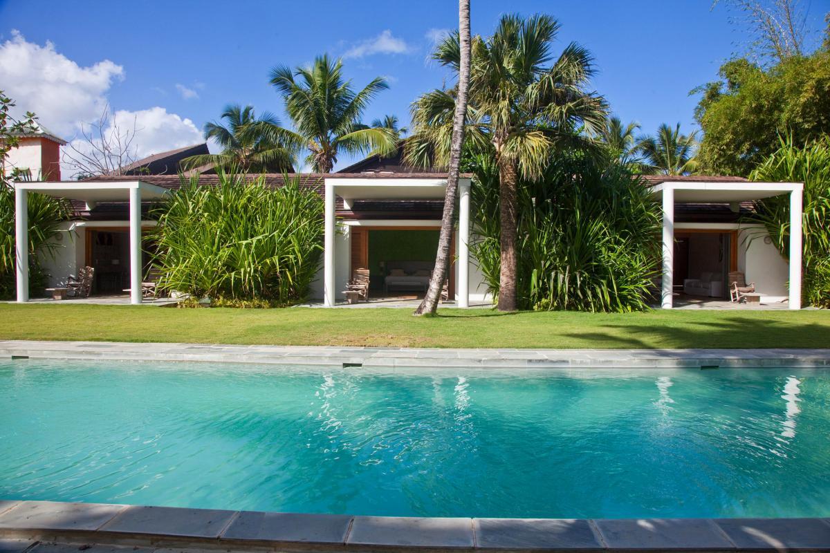 Location villa Las Terrenas - La piscine et les bungalows