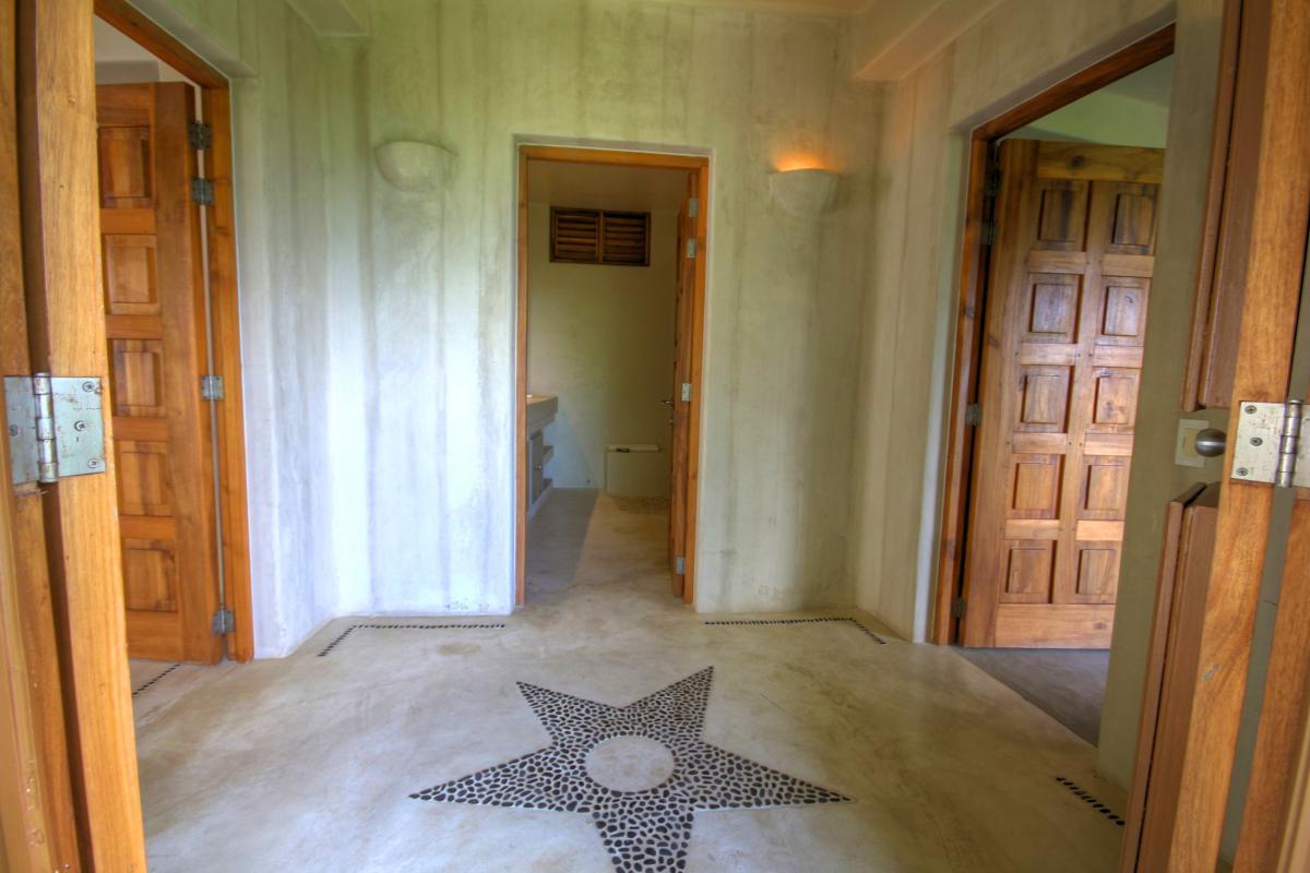 DOLT49 Villa luxe piscine et vue mer panoramique chambre parentale couloir