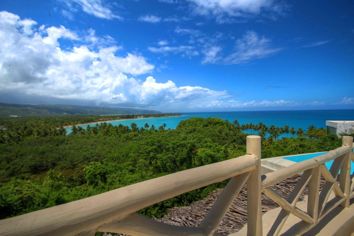 DOLT49 Villa luxe piscine et vue mer panoramique chambre principale étage vue terrasse