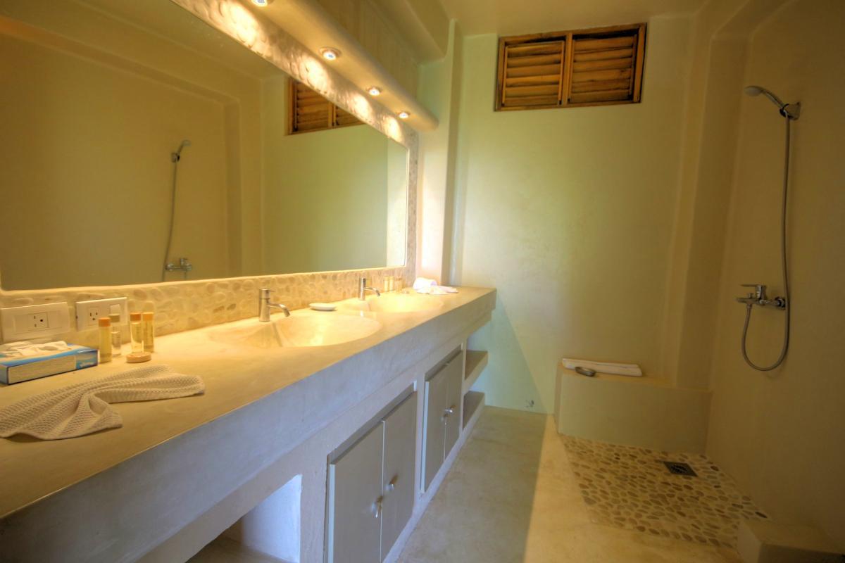 DOLT49 Villa luxe piscine et vue mer panoramique chambre sdd ch3+4