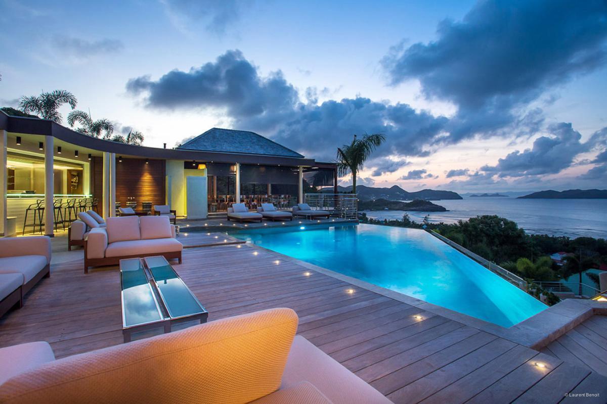 Location villa Camaruche - La piscine de la villa de nuit