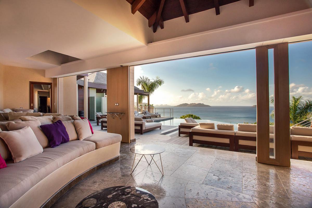 Location villa Camaruche - Le salon ouvert sur la terrasse