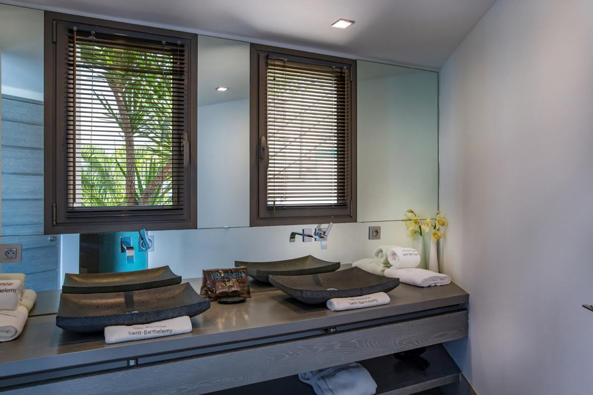 Location villa Camaruche - La salle de douche de la chambre 5