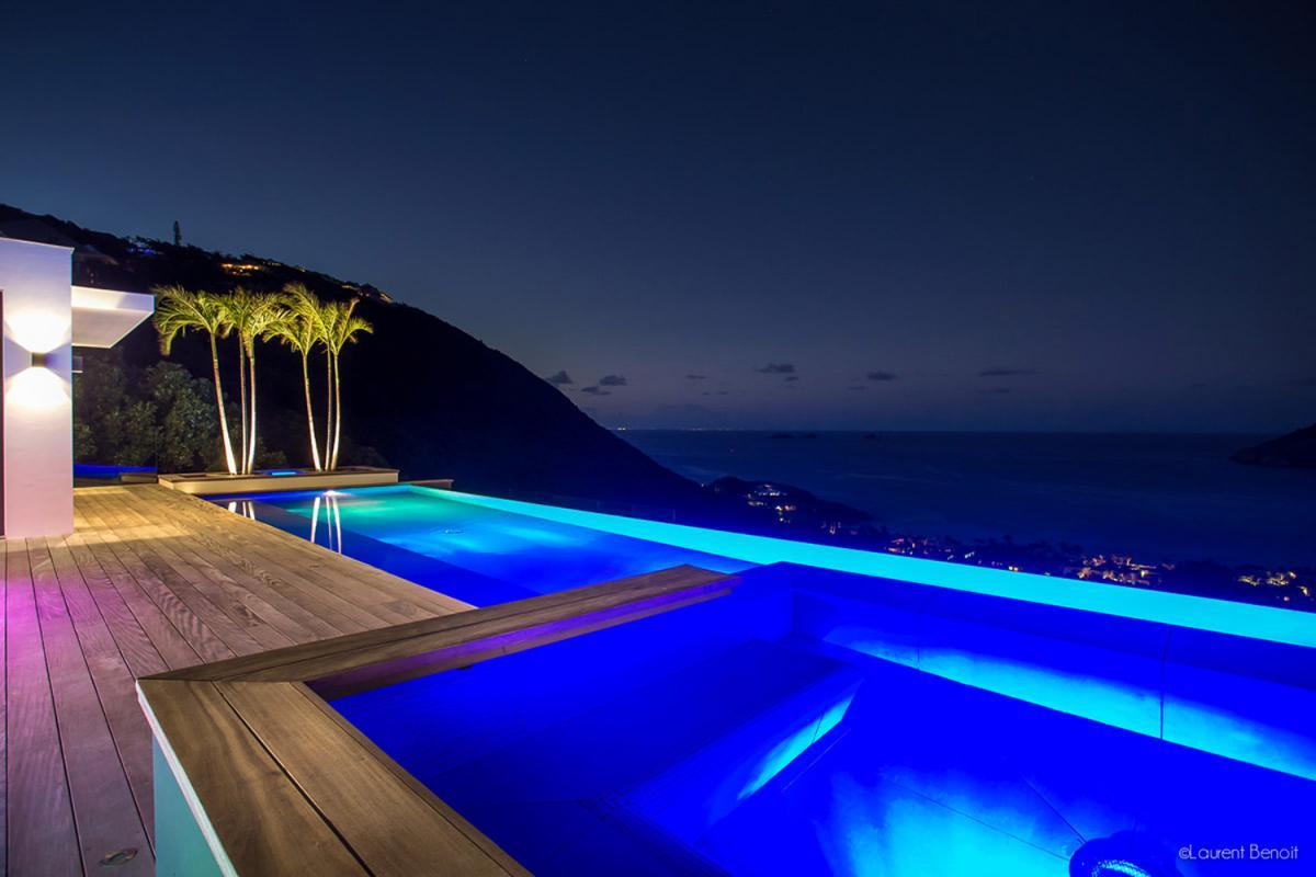 Location villa Flamands - La piscine et le jacuzzi la nuit