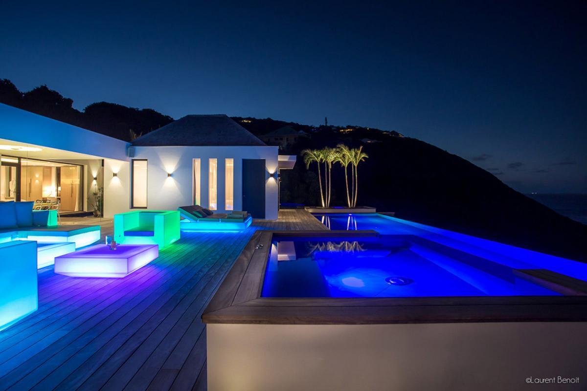 Location villa Flamands - La terrasse et la piscine la nuit
